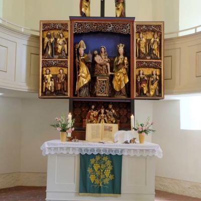 Kirche Langenstriegis Altarraum mit Flügelaltar