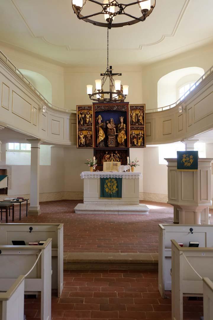 Kirche Langenstriegis - Blick zum Altar