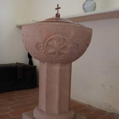 Kirche Langenstriegis Taufstein aus Porphyr